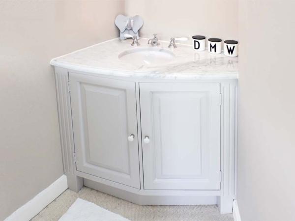 Badkamermeubel met marmeren blad