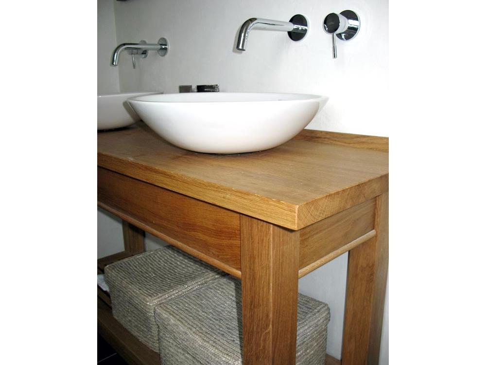 Eiken badkamermeubel met porselein waskommen