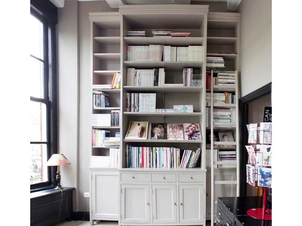 Stijlvolle boekenkast in herenhuis