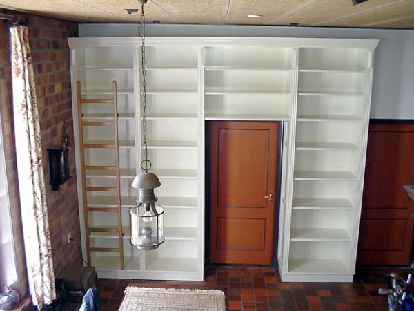Boekenkast met trap op maat gemaakt