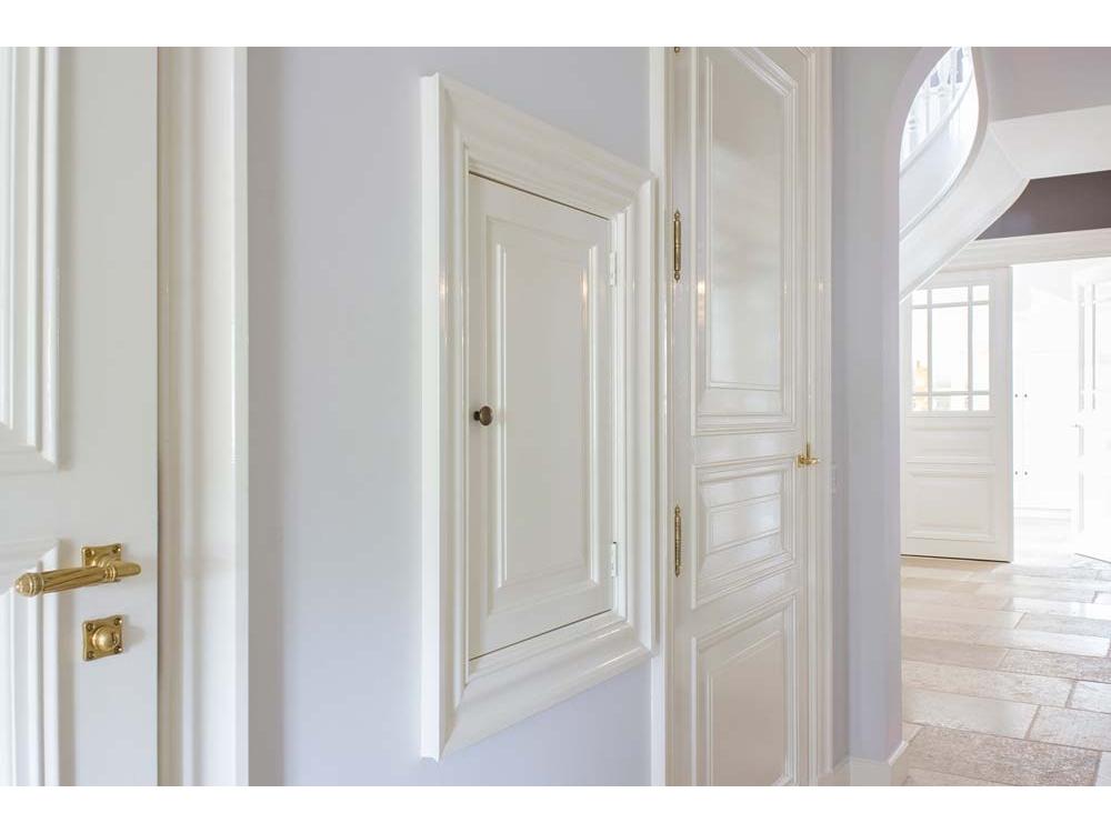 Klassieke paneeldeuren en architraven