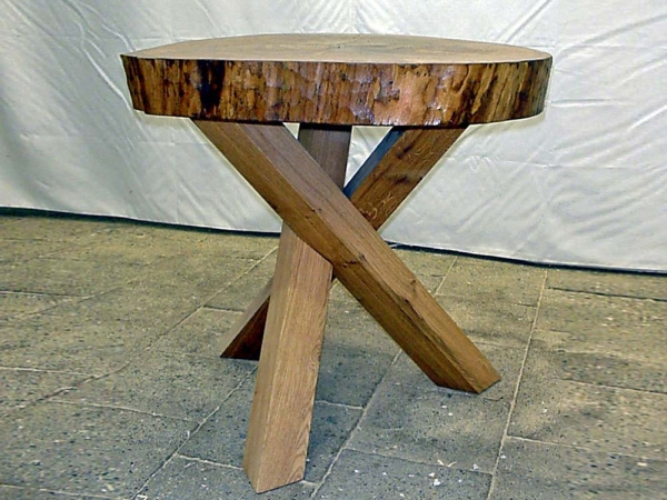 Eiken tafel met gekruiste 3-poot