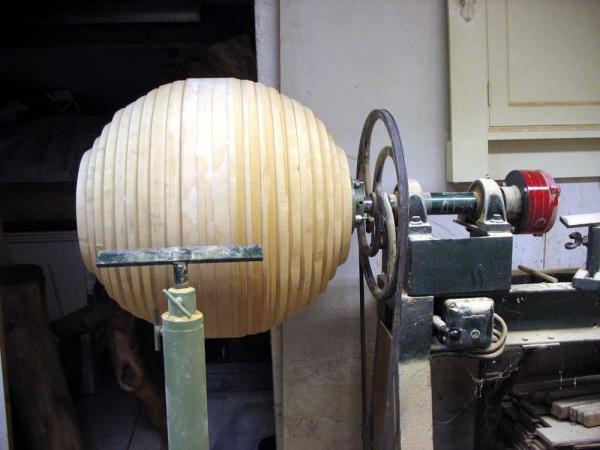 Houtdraaiwerk grote ballen van mdf