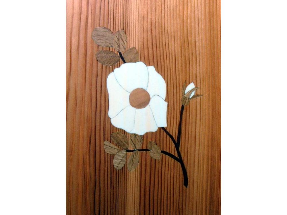 Inlegwerk bloem in nachtkastje