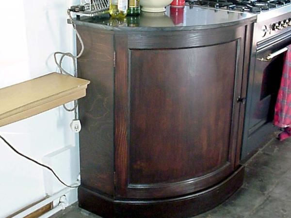 Keukenkastje met ronde deur
