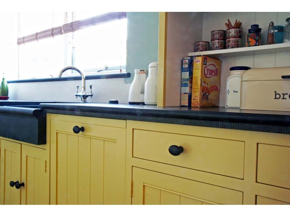 Klassieke keuken met granieten blad