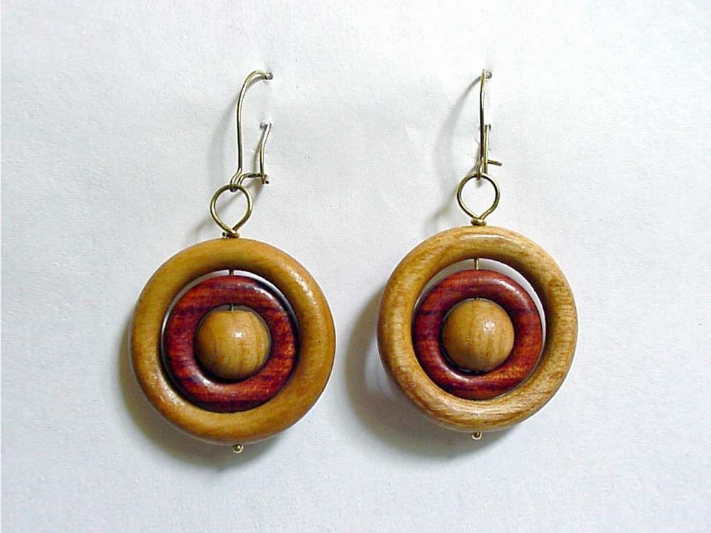 Houtdraaiwerk oorbellen van hout