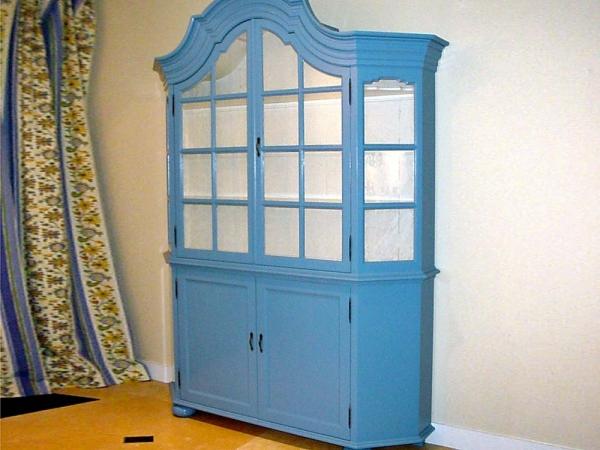 Klassieke servieskast in mooie blauwe kleur