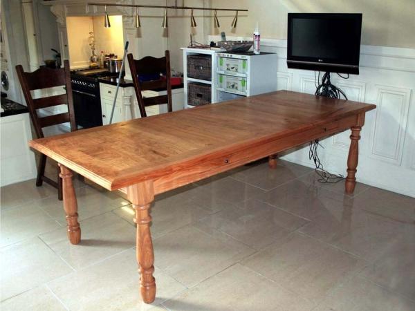 Set van 2 Kersenhouten tafels