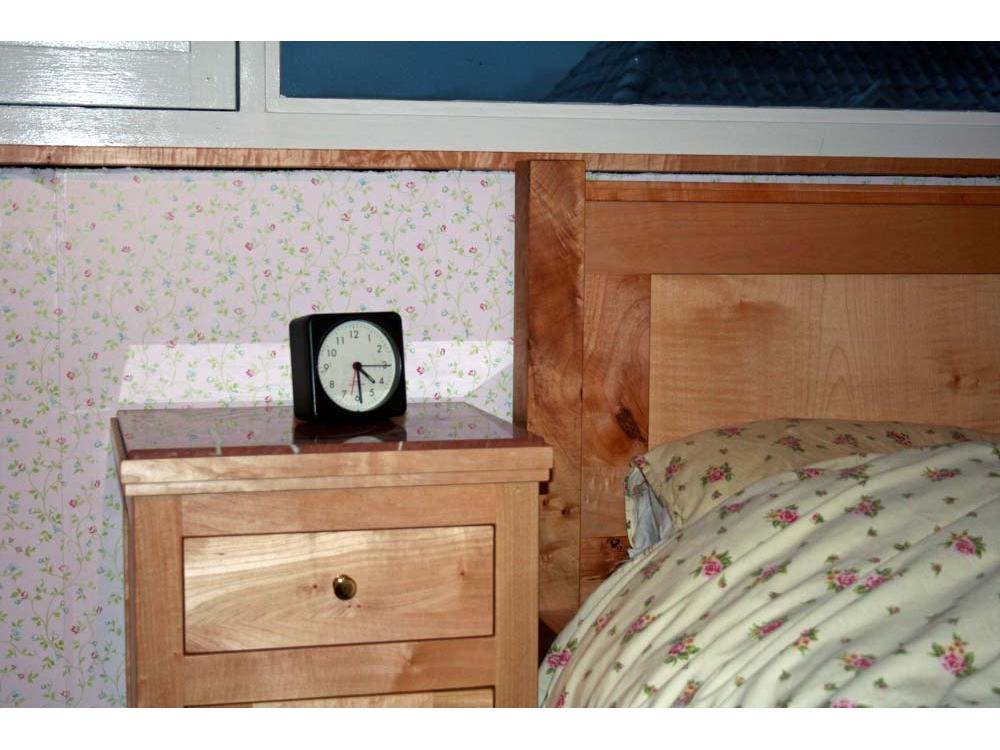 Slaapkamerinrichting, bed, nachtkastjes en kasten