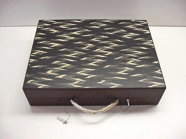 Houten koffer voor karpet kleuren stalen