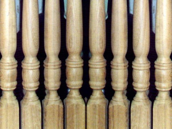 Houtdraaiwerk trapspijlen van Meranti