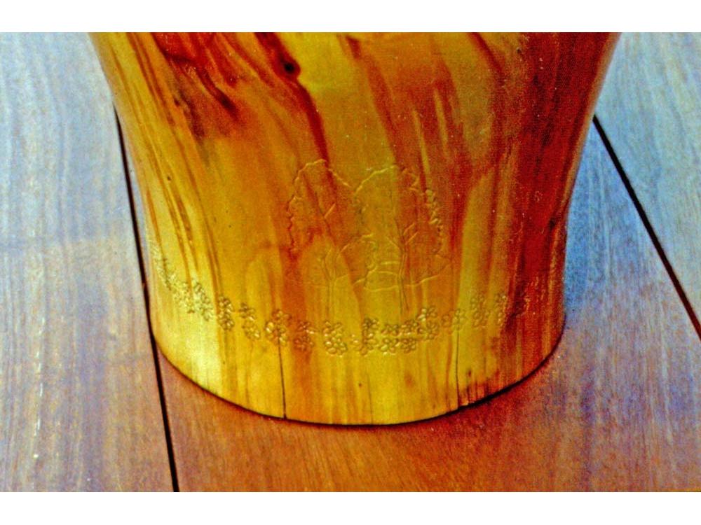 Houtdraaiwerk vaas van Conifeer met logo